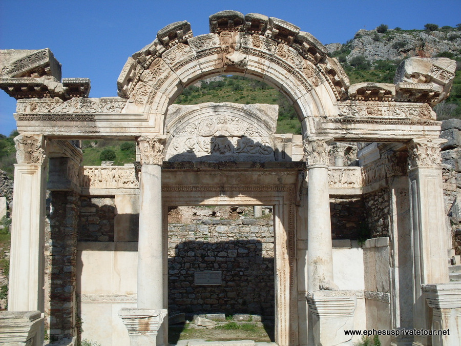 http://www.tourdeefesoprivado.com/wp-content/uploads/2014/11/3-Day-Ephesus-Tour-From-istanbul-1.jpg