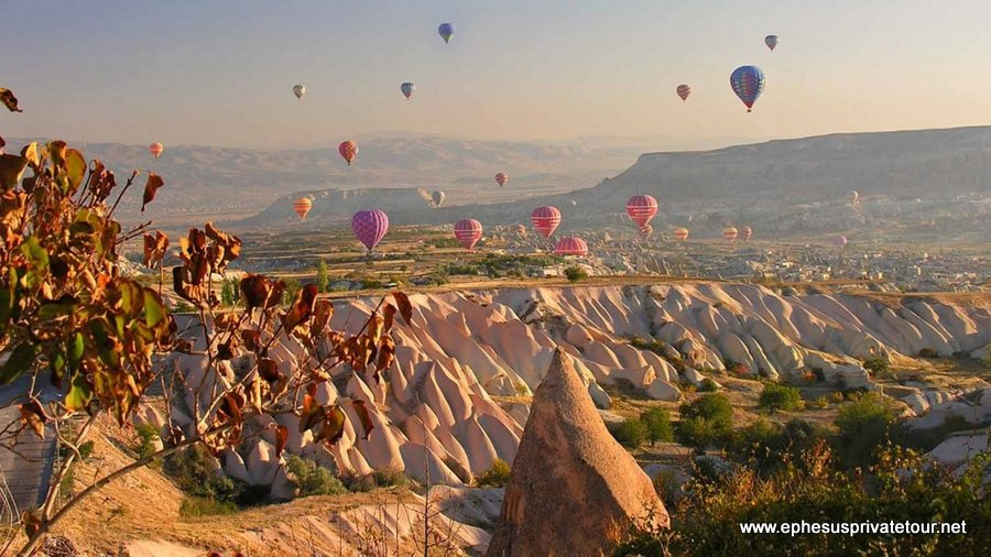 http://www.tourdeefesoprivado.com/wp-content/uploads/2014/11/Cappadocia-Hot-Air-Balloon-Tour-7.jpg