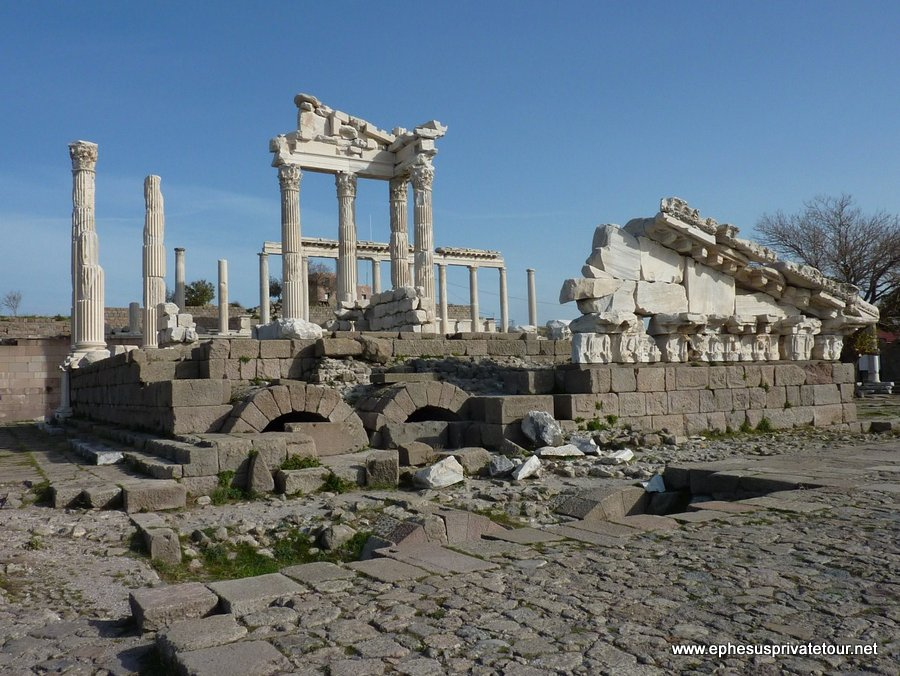 http://www.tourdeefesoprivado.com/wp-content/uploads/2014/11/Daily-Ephesus-From-istanbul-By-Plane-7.jpg