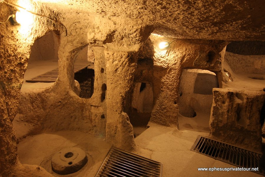 http://www.tourdeefesoprivado.com/wp-content/uploads/2014/11/Derinkuyu-Underground-City-and-ihlara-Valley-Cappadocia-Tour-3.jpg