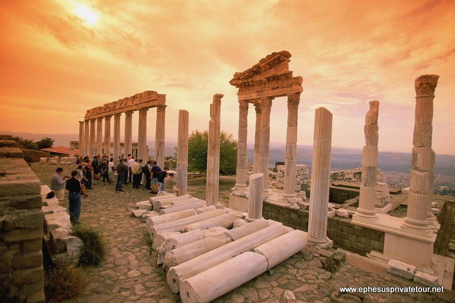 http://www.tourdeefesoprivado.com/wp-content/uploads/2014/11/Ephesus-and-Pamukkale-by-Plane-1.jpg