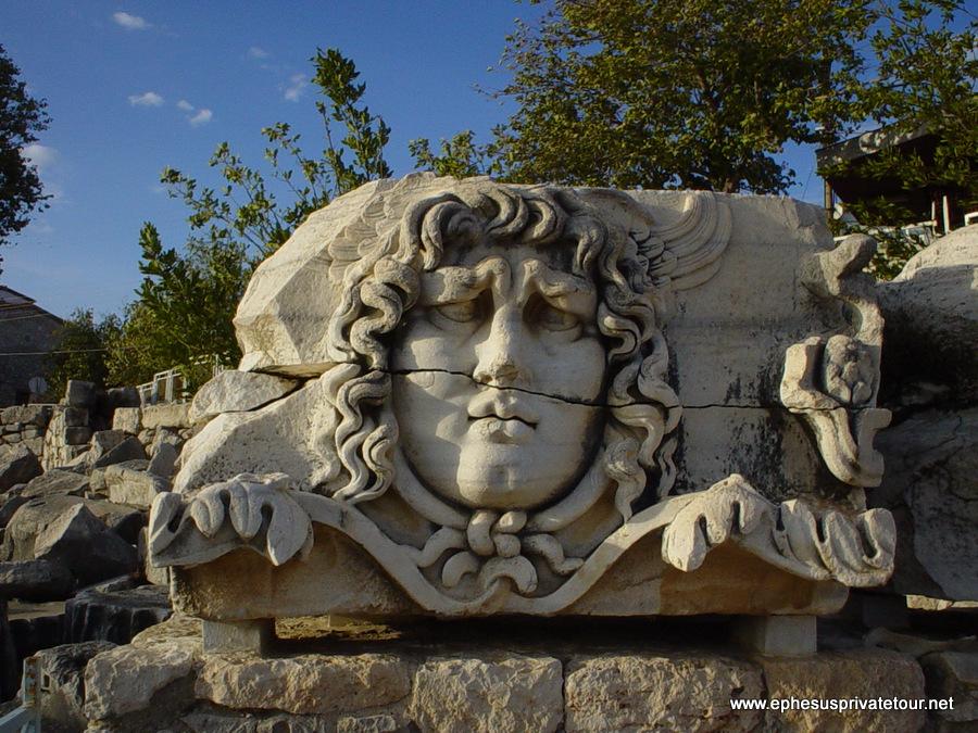 http://www.tourdeefesoprivado.com/wp-content/uploads/2014/11/Ephesus-and-Priene-Miletos-Didyma-Tour-1.jpg