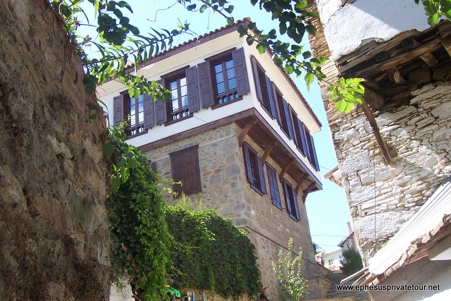 http://www.tourdeefesoprivado.com/wp-content/uploads/2014/11/Ephesus-and-Sirince-village-Tour-from-izmir-1.jpg