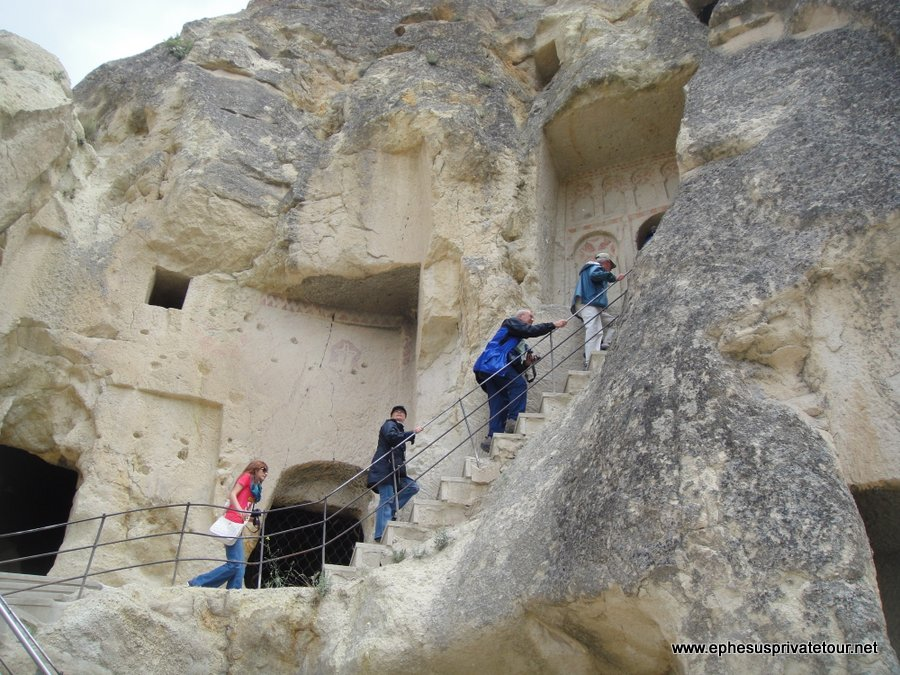 http://www.tourdeefesoprivado.com/wp-content/uploads/2014/11/Goreme-Museum-and-Fairy-Chimney-Cappadocia-Tour-4.jpg